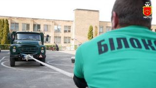 Білоцерківський силач тягнув три вантажіки 💪🏋️♂️🏆