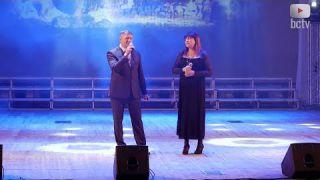 Начальник управління освіти Юрій Петрик заспівав на сцені